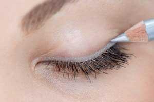 خط چشمی مناسب با رنگ چشم خود انتخاب کنید آرایشی بیست