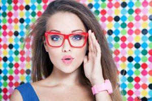 ارایش با عینک در ارایشی بیست