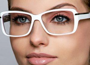 ارایش با عینک در بازرگانی بیوتی