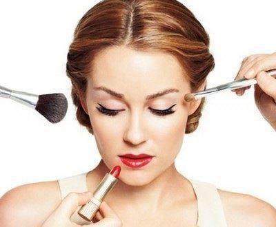 چگونه بدون آرایش زیبا باشیم + 10 ترفند