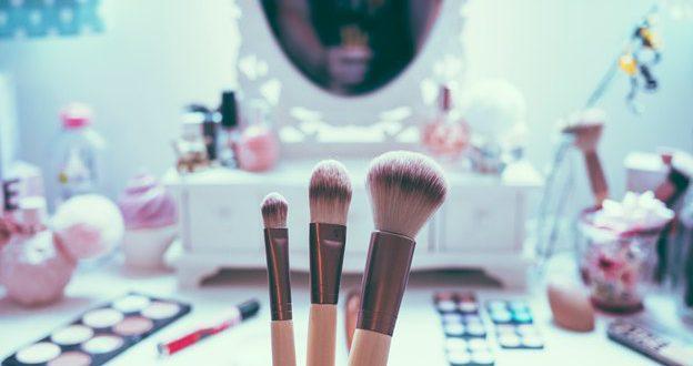 پاکسازی لوازم آرایش در آرایشی بیست