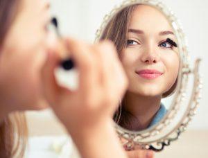 آموزش داشتن یک آرایش دخترونه و طبیعی در آرایشی بیست