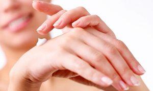 درمان خشکی و ترک دست آرایشی بیست